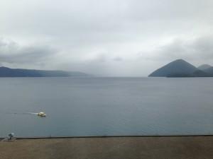 霧がかる洞爺湖